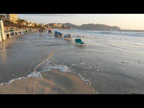 Cala Millor Mallorca - Grosse Wellen. Strand unter Wasser - Oktober 2017