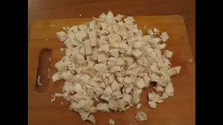 Салат с куриным филе, сыром и грецкими орехами