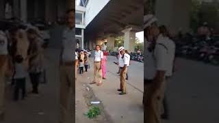 A Hindu Came To Save Muslim Vendor   From Traffic Police In Hyderabad thumbnail