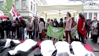 Action de solidarité à Bruxelles, un an après l'effondrement du Rana Plaza
