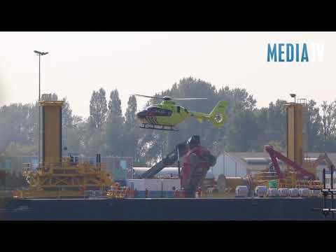 Reachstacker kantelt voorover bij E.R.S. Schiedam