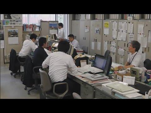 일본, 공무원 정년 65세로 늦추고 급여는 30% 줄인다 / 연합뉴스TV (YonhapnewsTV)