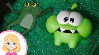Строим домик болото для лягушат - Маленькая Вера Синий трактор и Ам Ням - Поиграйка для детей