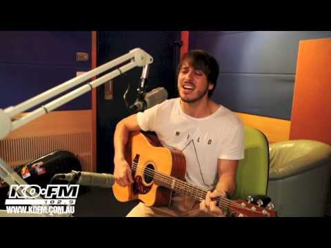 Morgan Evans performs the Newcastle Knights song on Free Gig Friday