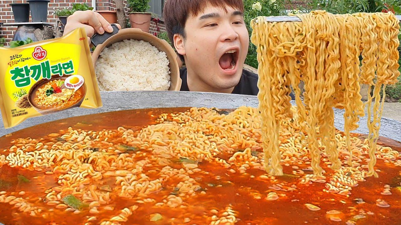아궁이뚜껑에 끓인 라면 맛은 어떨까?! 고소한 참깨라면 먹방~!! ASMR social eating Mukbang(Eating Show)