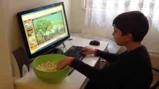 Oğlum Deniz 24 şubat 2013 evde bilgisayarda oyun ve mısır keyfi yapıyor.