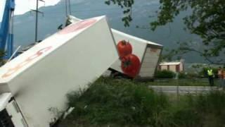 Désincarcération d'un camion sur l'autoroute