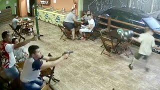 Policiais à paisana reagem a assalto