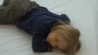 schlafe süß mach die augen zu   nena