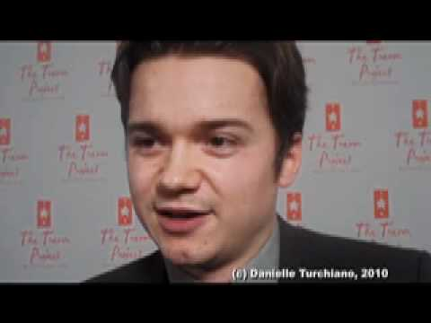 Dan Byrd (Travis, 'Cougar Town') Discusses Tv Holidays And Good Causes