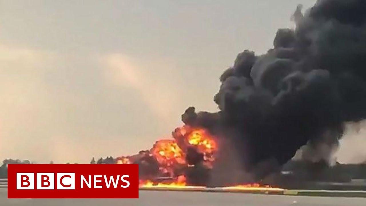 Burning plane makes emergency landing- BBC News