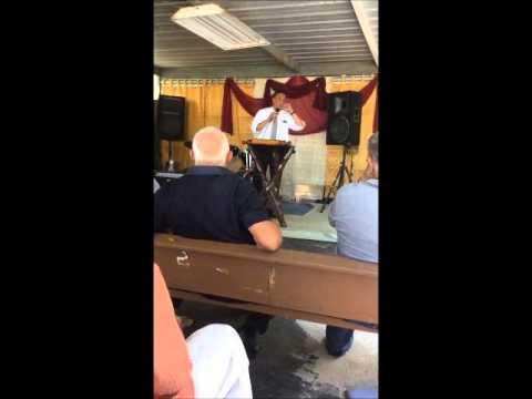 Predica Hogar de Restauracion en Morovis, Puerto Rico.
