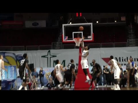 Cory Jefferson with the dunk!