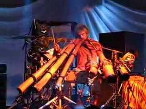 Xavier Rudd - Didjeridoo Jammimg (live)