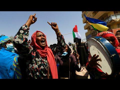 السودان: حالة ترقب للمظاهرات المساندة للحكم المدني وسط استمرار اعتصام مناصري العسكريين  - 15:54-2021 / 10 / 21