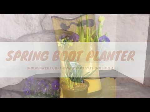 Spring boot planter: Front Porch Decor Ideas