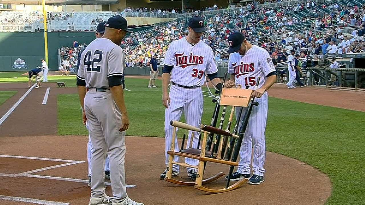 Twins Honor Mo With Broken Bat Rocking Chair