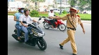 Chưa thấy anh cảnh sát giao thông Việt Nam nào hài như anh này =))