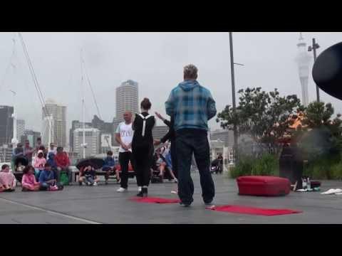 거리 공연- Scooby Circus (Australia) -Auckland International Buskers Festival 2014