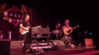 Violent Femmes - I'm Not Gonna Cry (Houston 05.10.19) HD