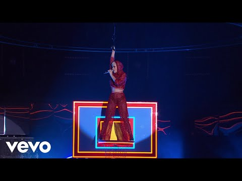 Download Youtube: Katy Perry - Swish Swish (Live on The Voice Australia)