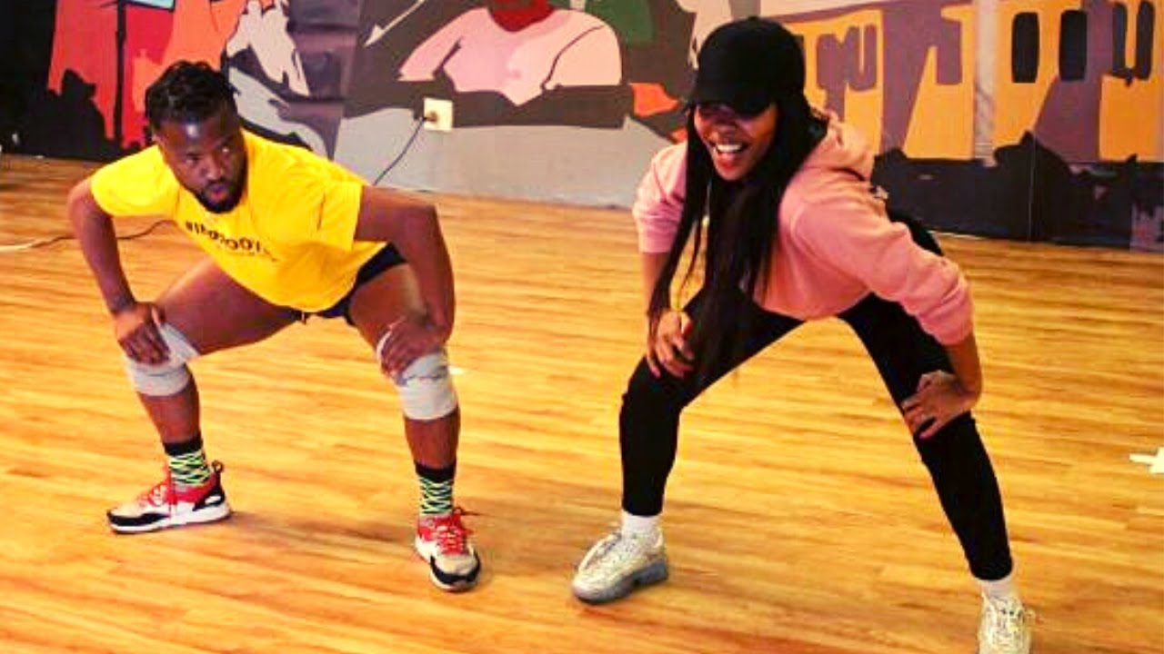 Mapiano dance lessons with Soweto's finest | 10 000 SUBSCRIBERS celebration | New intro | VLOG
