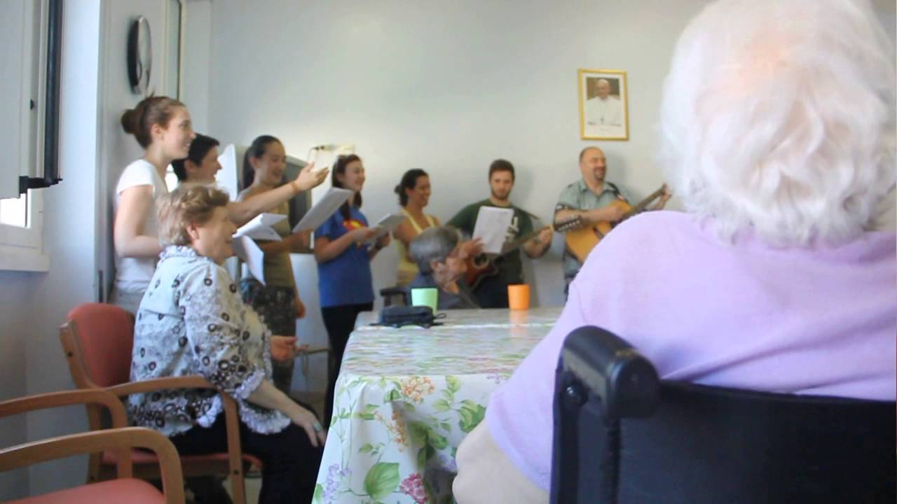 Estremamente Attività di animazione negli istituti per anziani - YouTube LJ94