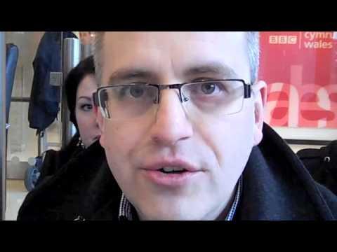Protest Cymdeithas yr Iaith yn y BBC