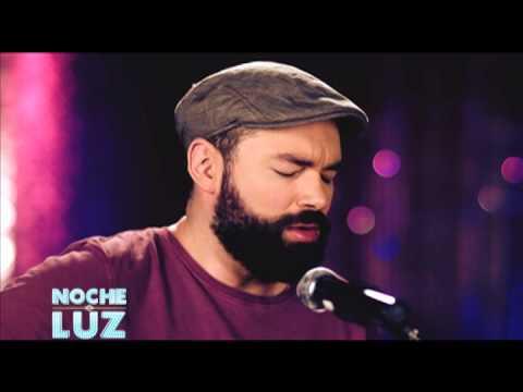 Santiago Cruz -  Y Si Te Quedas, ¿qué? - Performance live en Noche De Luz