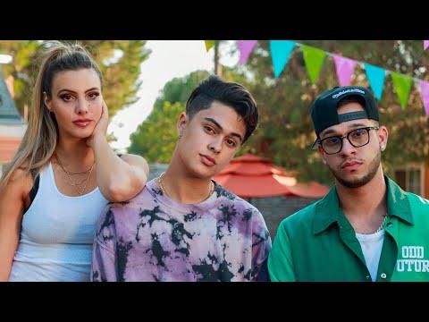 Смотреть клип Favian Lovo, Lele Pons, Lyanno - Los Puti