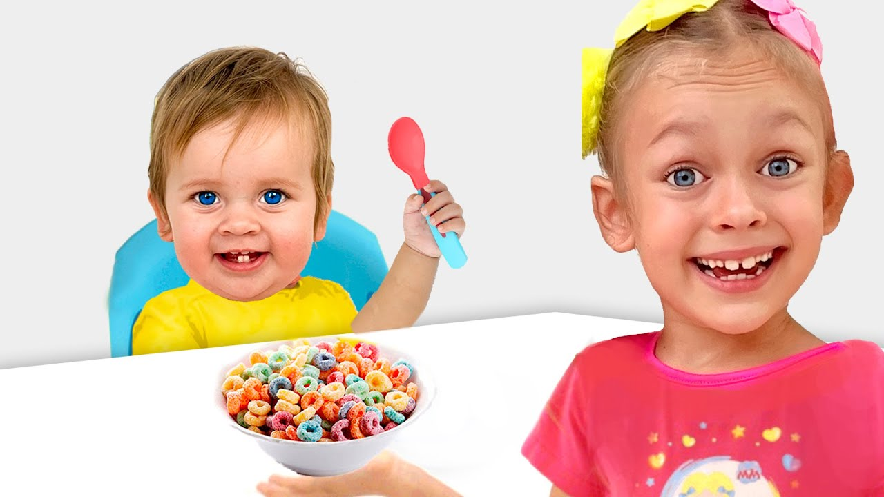 Maya como niñera para pequeña enseña las reglas de conducta
