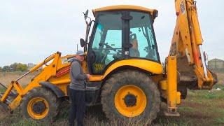 De tractor is kapot gegaan - Dima repareert tractor