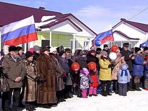 В Курской области 18 семьям вручили ключи от коттеджей