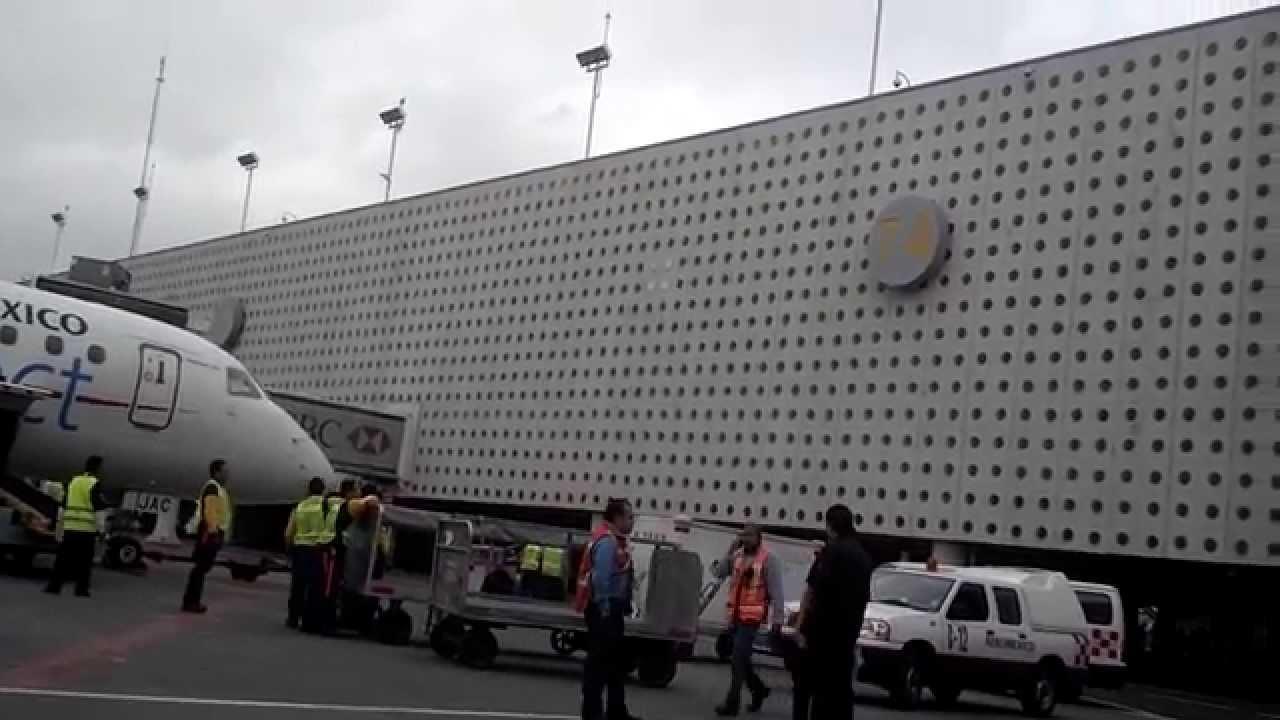 Se abre el suelo por temblor aeropuerto internacional for Cajeros en el aeropuerto