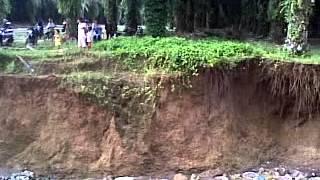 Jembatan runtuh dijalan penghubung Desa bangun Serapuh kecamatan Gunung Malela Kabupaten Simalungun
