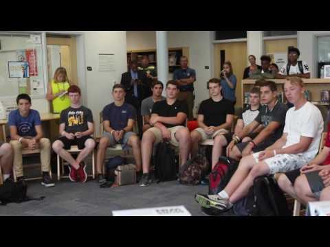 Former Bulls center Eddy Curry visits Metea Valley High School