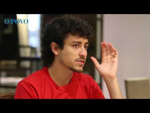 Jesuíta Barbosa volta à TV na série O Fim do Mundo