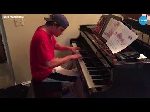 Sam Kelly - Piano Playing Pizza Delivery Guy Stuns on Ellen