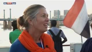 سفيرة هولندا تعبر النيل سباحة في السودان