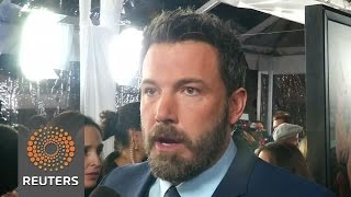 Repeat youtube video Ben Affleck backs Meryl Streep saying  'she's not overrated'