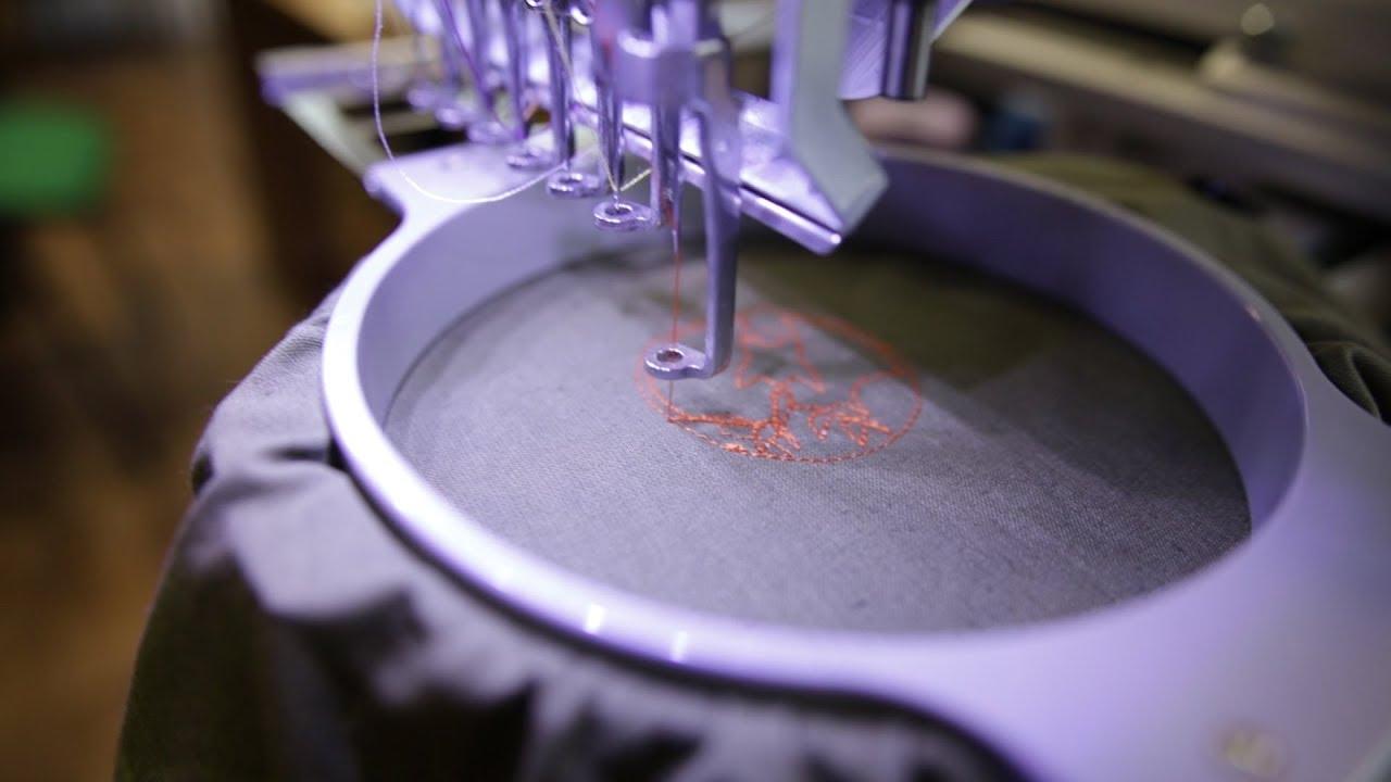 Урок технологии в лицее №130. Девочки осваивают вышивальную машину с ЧПУ