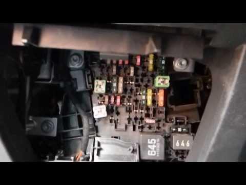 Как добраться до предохранителей в салоне Skoda Octavia A7