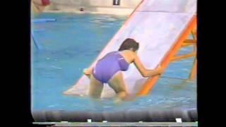 TBS芸能人水泳大会です。三田寛子さんの水着が透けてますがカメラが下か...