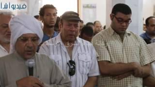 بالفيديو : بكاء شديد للفنان احمد ماهر فى صلاة جنازة الراحل محمد كامل