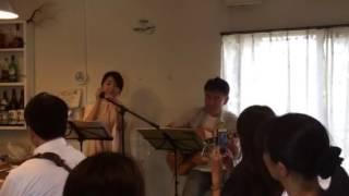 クリークスカフェライブで太田くみさんが自作を披露.
