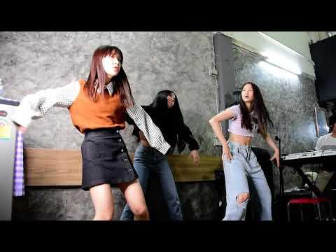 The Little Ghost (กุ๊กกุ๊กกู๋) - ไข่มุก ชนัญญา Khaimoog CNY [Party show]
