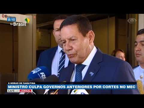 Ministro culpa governos anteriores por cortes no MEC