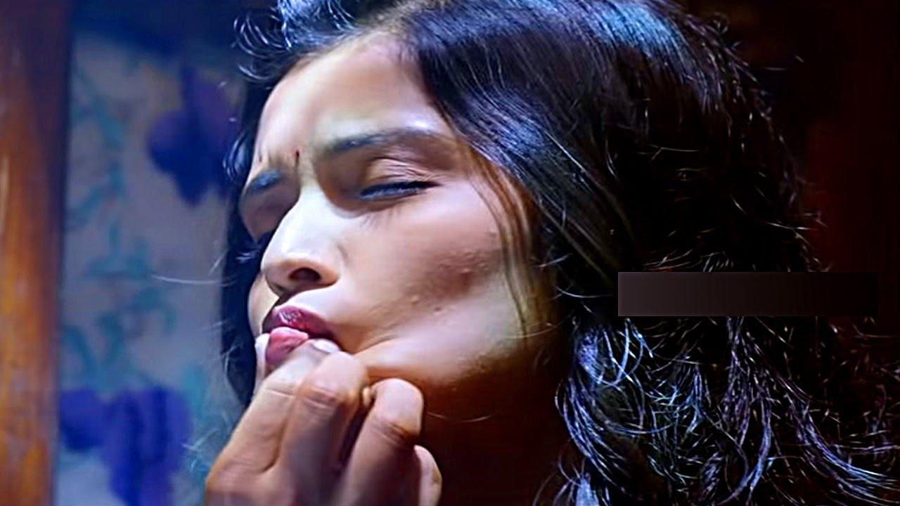 Download Actress Lip Pinch HOT