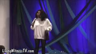 """Le'Andria Johnson - """"I went to Church every Sunday, and nobody ever knew I had a problem"""""""