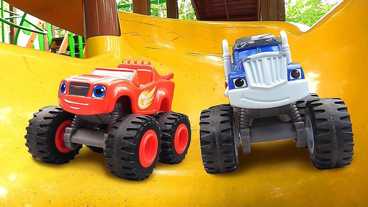 Вспыш и большие машинки. Песочница для малышей. Игры в ...